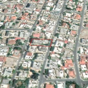 Plot with house with yard in Agios Nicolaos area, Larnaca
